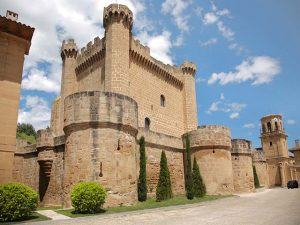 Ruta del Vino de Rioja Alta villa medieval de sajazarra