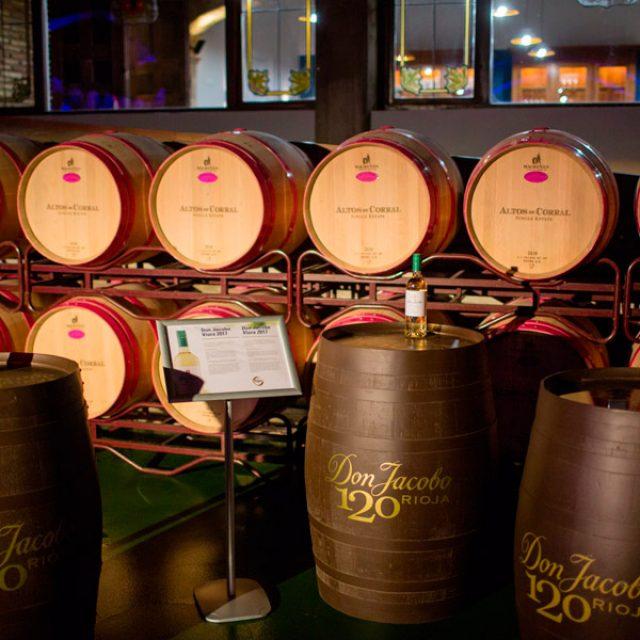 Bodegas Corral te ofrece una visita guiada y degustación de dos vinos.