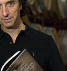 """""""Gana el libro 'A merced de un dios salvaje' firmado por el escritor Andrés Pascual"""""""